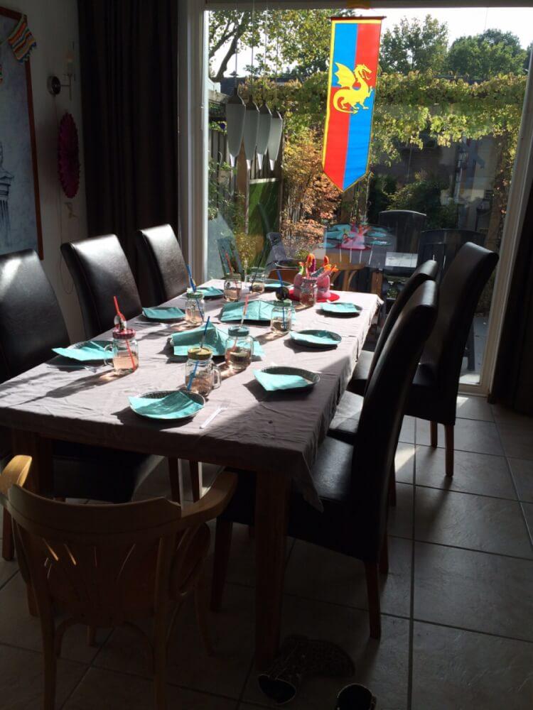 De tafel compleet in ridderstijl