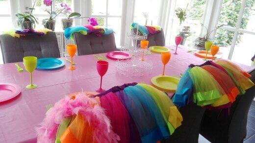 De tafel in vrolijke K3 kleuren