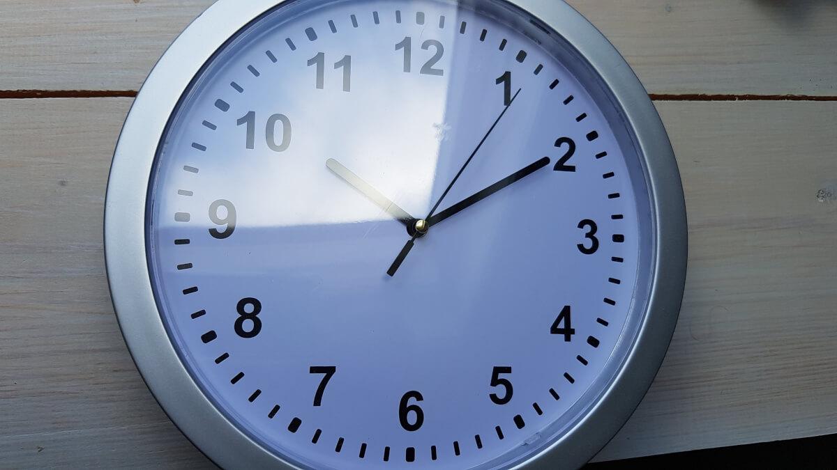 Hou de klok in de gaten je hebt maar één uur!