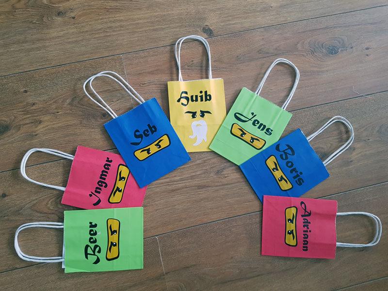 Optie: maak ninja tasjes met je eigen naam