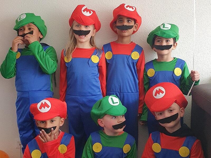 Iedereen gaat verkleed als een echte super Mario of Luigi